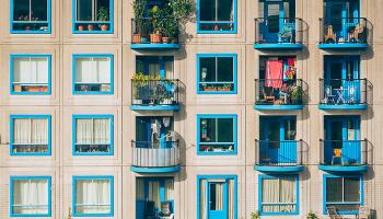 До чого сниться балкон – сонник, тлумачення сну про падаючий балкон, стояти на балконі у ві сні бачити падіння дитини з балкону