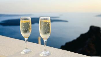 До чого сниться шампанське – сонник, келих шампанського у сні, купувати чи отримувати шампанське в подарунок уві сні